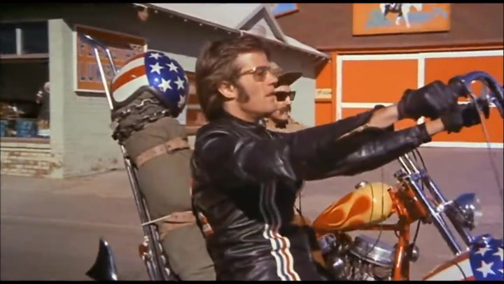 Intro de la película 'Born to be wild' dónde aparece la Harley Davidson Capitan America