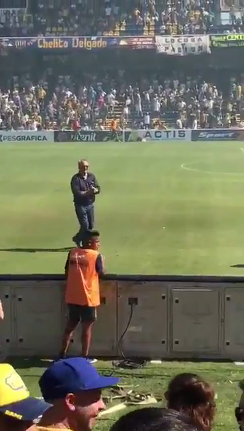 Broglia sorprendió con su baile en la previa del partido con Racing