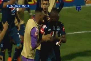 Rubilio Castillo anota el 1 - 0 de Motagua ante Olimpia