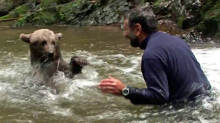Bød til vannkrig mot bjørnunge
