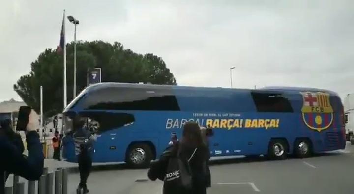 El autocar del Barça a su llegada al Camp Nou
