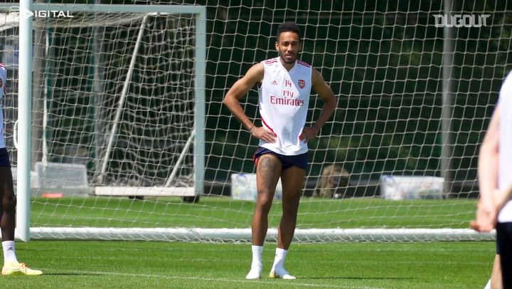 Pierre-Emerick Aubameyang trains before Man City clash
