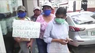 Familia completa sale a las calles de Tegucigalpa para solicitar ayuda