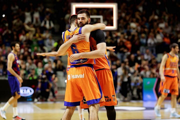 De los nervios a la locura, así ha sido la celebración del Valencia Basket