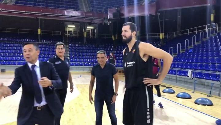 Bartomeu visita al Barça de Pesic en su vuelta al trabajo