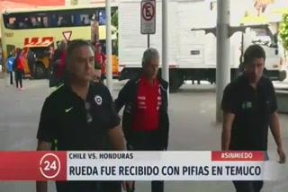 Los chilenos no perdona a Reinaldo Rueda y lo reciben con silbidos y abucheos en Temuco donde jugará con Honduras.