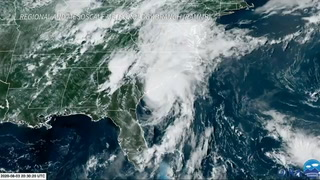 Isaías se degrada a tormenta tropical en Carolina del Norte, pero sigue siendo peligroso