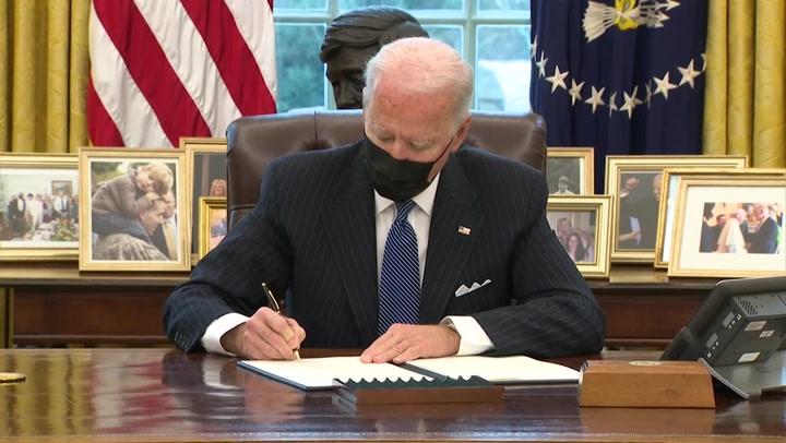 Biden anula prohibición de Trump de que personas transgénero sirvan en Fuerzas Armadas