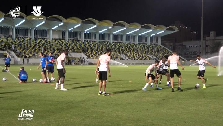 El Valencia se entrena en Arabia Saudí preparando la semifinal ante el Real Madrid