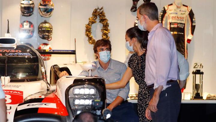 Fernando Alonso, anfitrión de los Reyes en su Museo y Circuito en Llanera