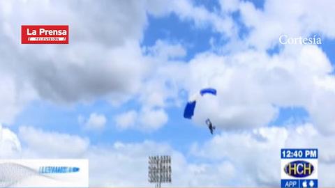 Así fue el accidente de paracaidista en el estadio Nacional