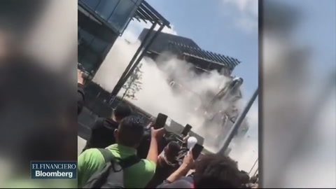 Pánico en México al colapsar parte de un centro comercial