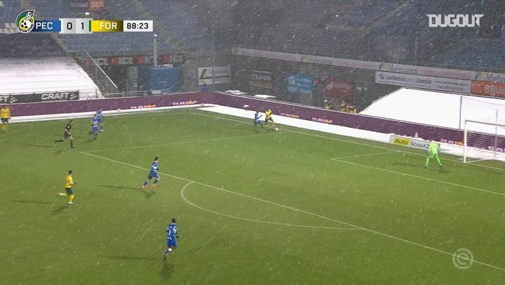 Mats Seuntjens scores stunning solo goal vs PEC Zwolle