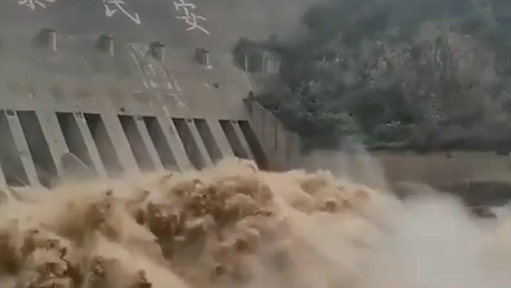 สุดระทึก! จีนผวาเขื่อนจะแตก-ทอร์นาโดถล่มซ้ำ แถมพายุฝนระลอกใหม่กำลังมา