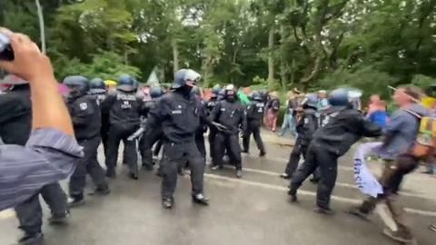 Refriegas con la policía en Berlín durante protesta antirrestricciones