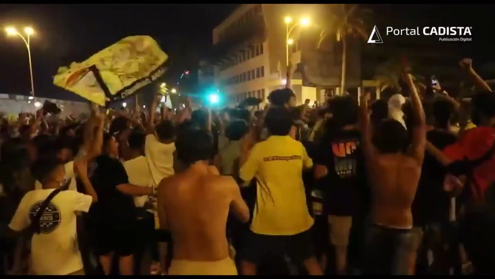 La fiesta por el ascenso del Cádiz, masiva y con escasa protección