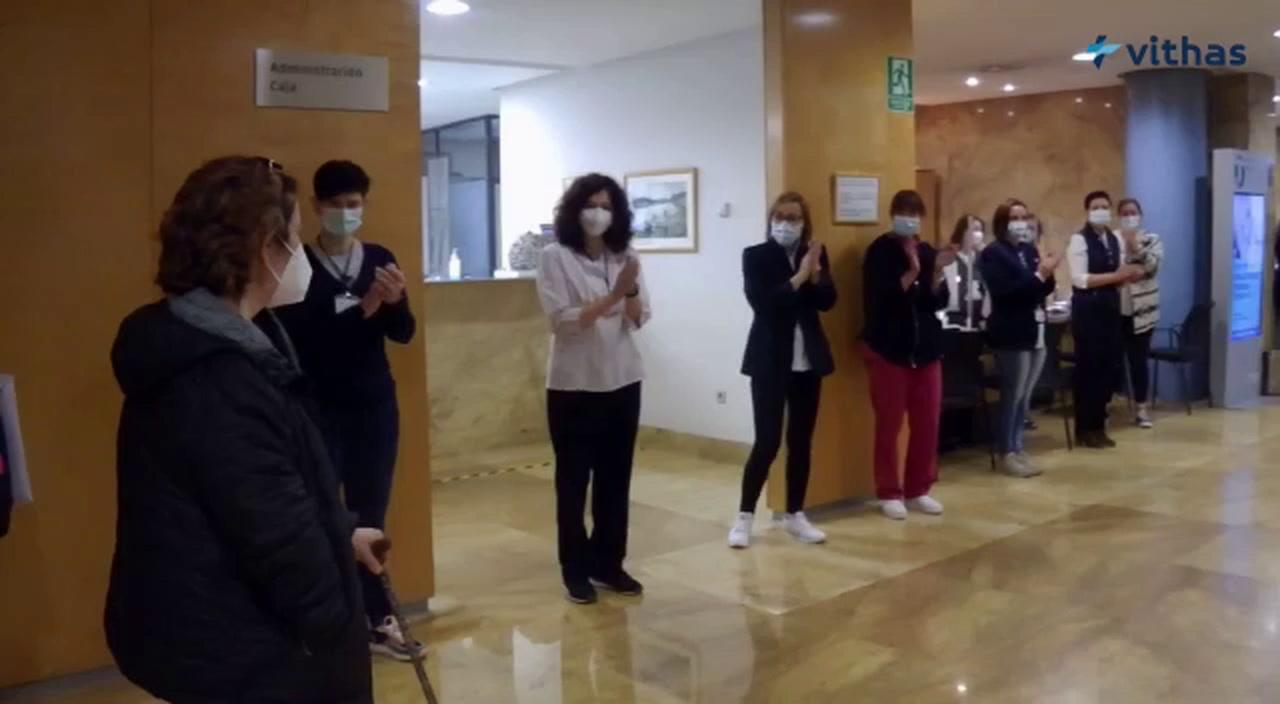 María José Guerrero abandona el hospital tras un ingreso de 380 días.Jésica Rodríguez, en Navia, y Toni e Isabel, en Coia