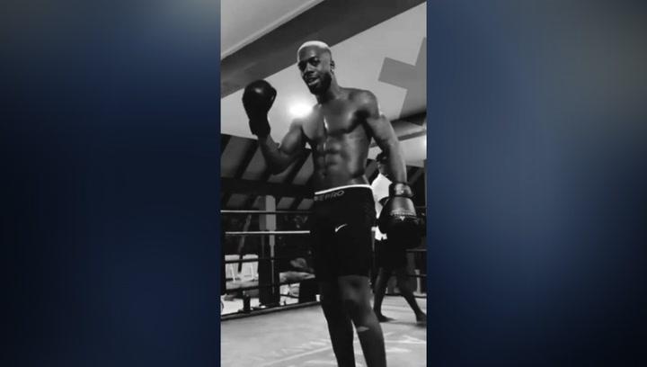 Williams cambia el balón por los guantes de boxeo