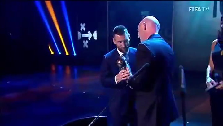 Así recibió Messi su primer premio 'The Best'