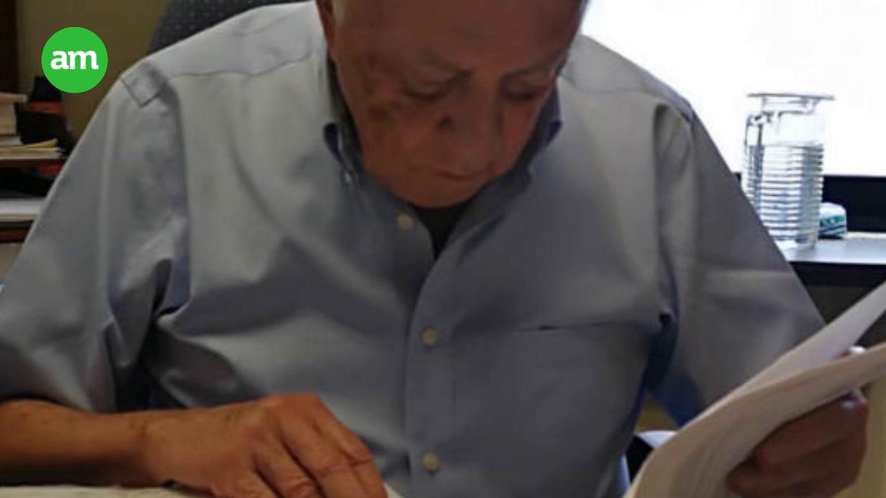Video: Funcionario de 92 años avala millonarias compras de Gobierno del Estado