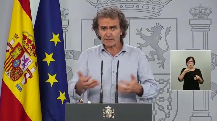 Fernando Simón explica el baile de cifras entre un día y otro y explica que puede deberse a los datos catalanes