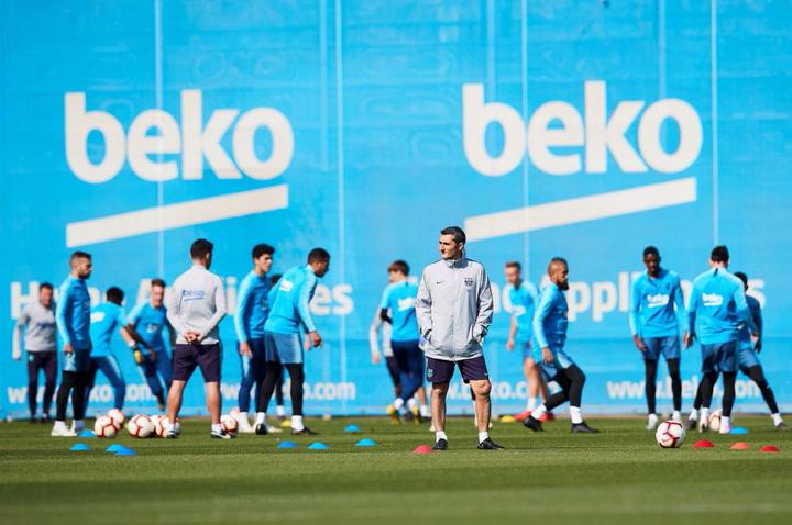 El Barça se entrena con Messi pero sin Rakitic antes de viajar a Huesca