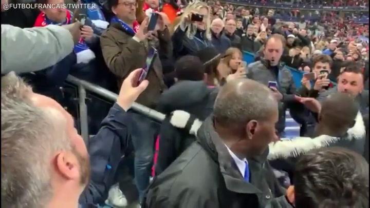 Neymar agrede a un aficionado cuando sube a recoger el trofeo de subcampeón de Copa de Francia