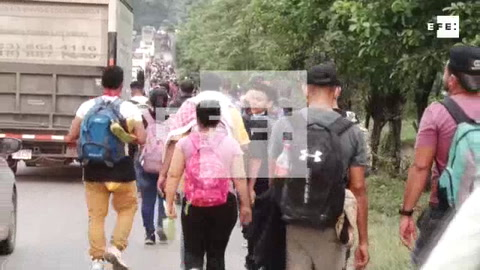 Unos 5.000 migrantes hondureños avanzan hacia la frontera con Guatemala
