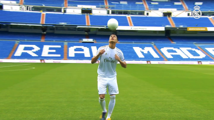 Reinier steps out on to the Santiago Bernabéu pitch