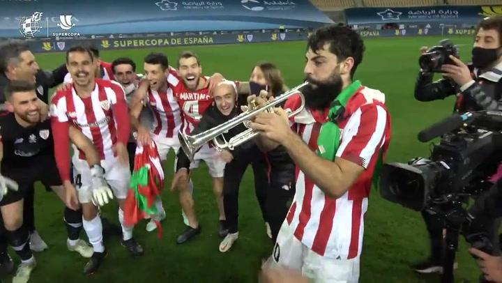 Villalibre tocó ¡con su trompeta! el himno del Athletic durante la celebración