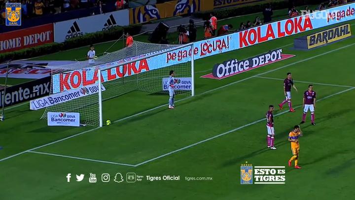 Rafael Carioca's stunner vs Moreira