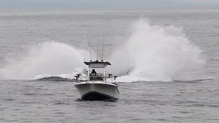 På fisketur - blir nesten knust