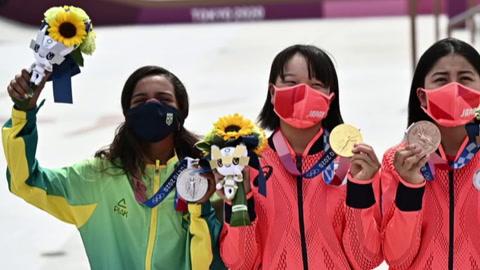 Un premio extra para los medallistas 30 segundos sin mascarilla