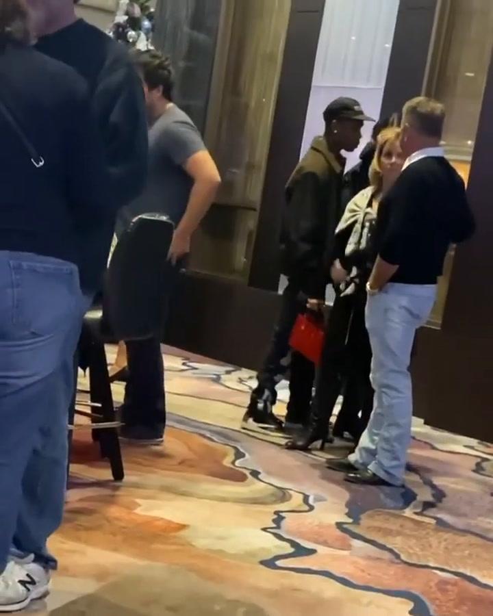 Kylie Jenner 'pillada' con Travis Scott en un casino