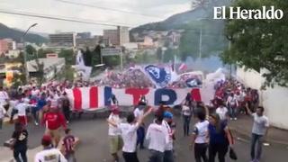 Así fue la llegada de la Ultra Fiel al Nacional de Tegucigalpa