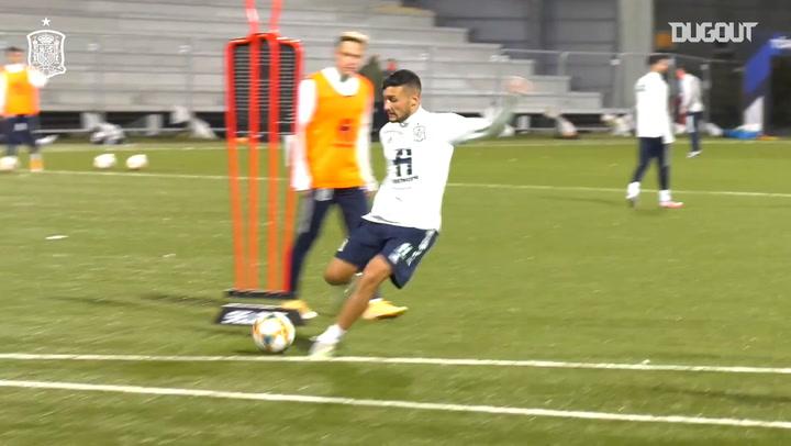 Shooting practice in Spain U21 training