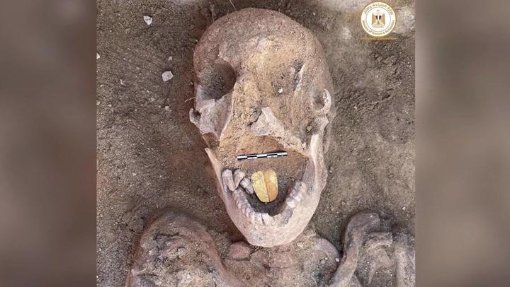 Hallan una momia con la lengua de oro en Egipto