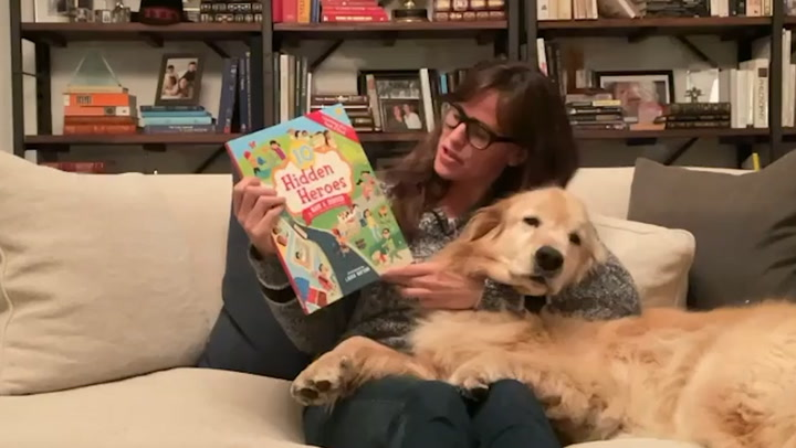 Jennifer Garner showcases living room stocked with books