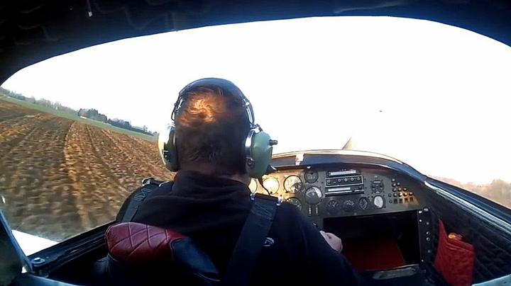 Flymotoren stopper tvert midt i lufta:  – Å fy f**n!