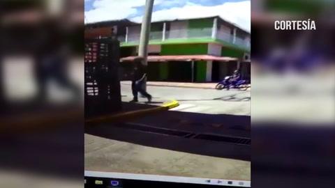 Capturan  dos personas que intentaban extorsionar un negocio en Colombia