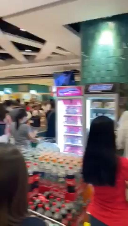 Colas en los supermercados de Filipinas por el Covid-19