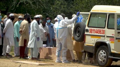 Récord de muertos y contaminados por covid-19 sume a India en grave crisis sanitaria