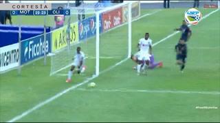 Paradón de Jonathan Rougier que evita el gol de Costly