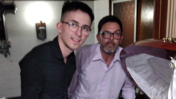Claudio, el empleado de la funeraria que se tomó la foto con el cuerpo de Maradona se excusa