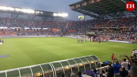 Eufórico ambiente en el Estadio BBVA de Houston