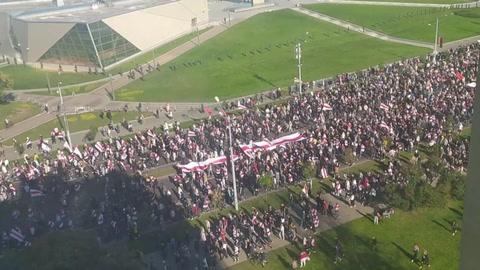 Decenas de miles de manifestantes en Bielorrusia a pesar de la represión policial