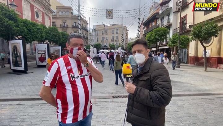 Los aficionados del Athletic dan un color a las calles de Sevilla
