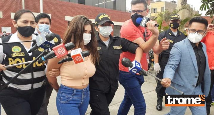 Gianella Ydoña es conducida a pasar examen del médico legista tras ser detenida con droga en La Victoria