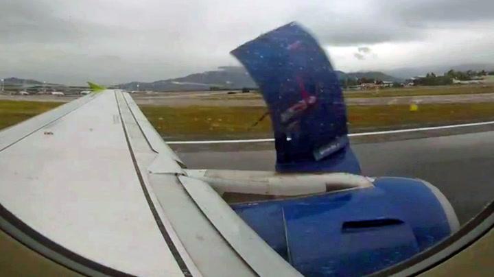Plutselig begynte flymotoren å falle fra hverandre
