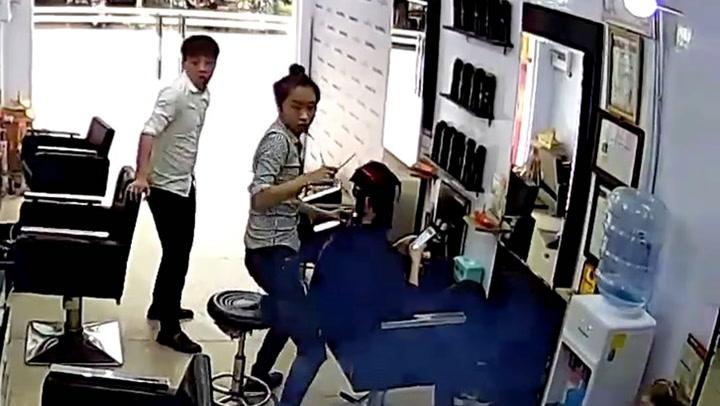 Frisørtimen tar en hårreisende vending